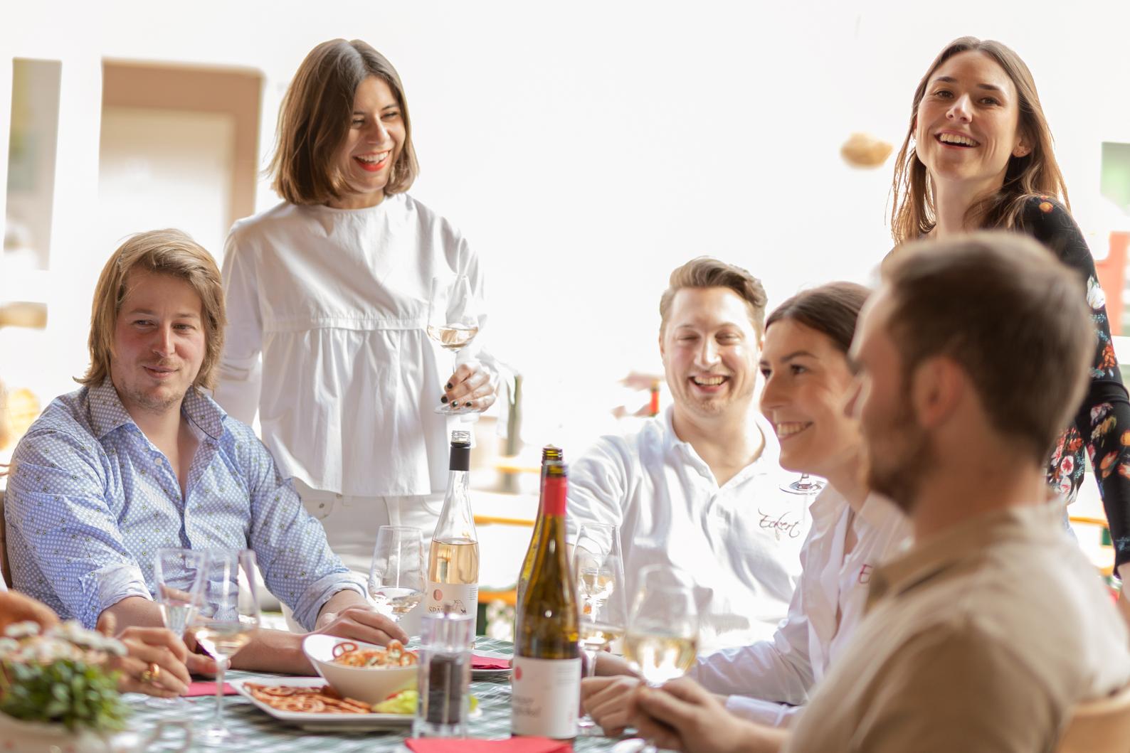 Familienweingut, Qualitätsweine, Sonne, Freude, Junge Menschen, Lachen, Spaß, Fröhlichkeit, Mainz-Ebersheim, Laurentiushof, Laurentiuskirche, Laurentisstraße,